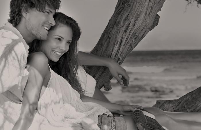 Delysia Lifestyle Couple on Beach